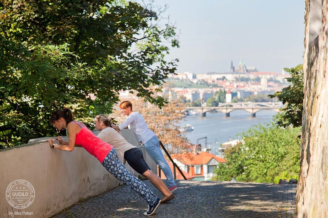How to book a perfect family tour in Prague